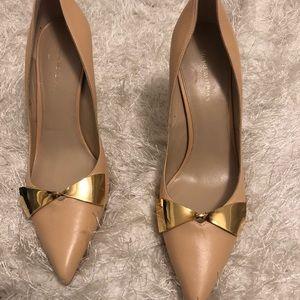 Beautiful nude pumps/gold bow, Stewart weitzman